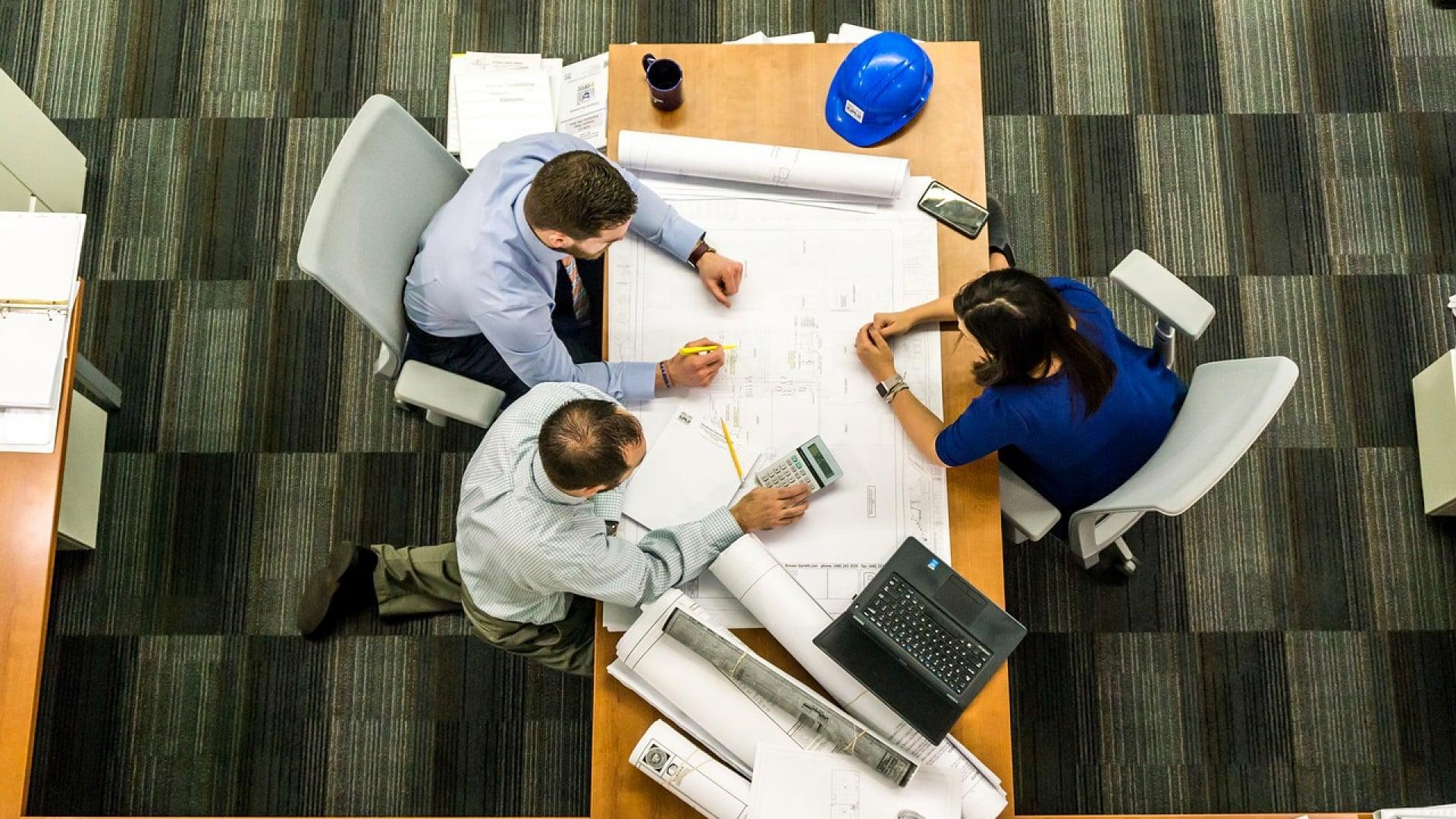 Comment équiper son entreprise de bureaux ?