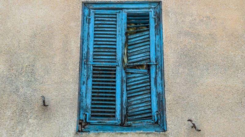 Comment réparer une fenêtre sans se ruiner ?