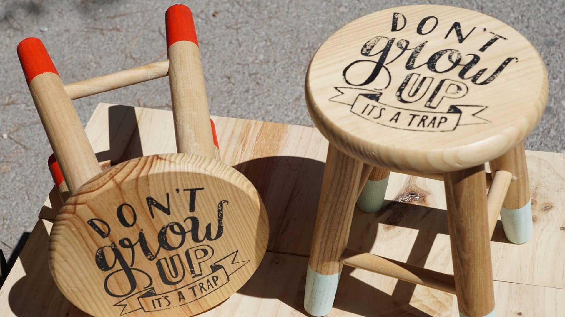 Maison : intégrez le tabouret en bois design dans votre décoration
