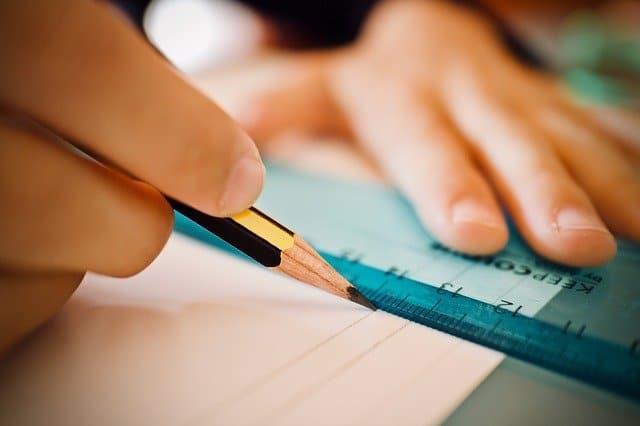 Comment inciter votre enfant à faire ses devoirs sur son bureau ?