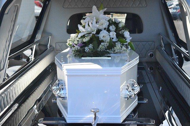 Comment organiser un enterrement via des pompes funèbres à Lyon ?
