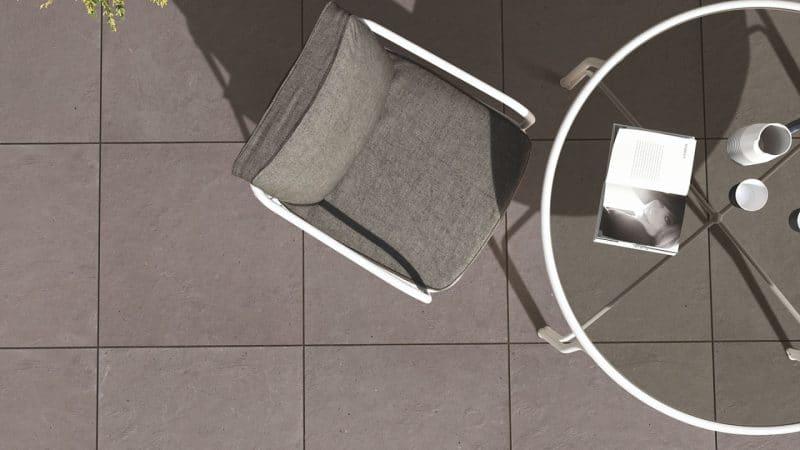 Pensez à des dalles en grès cérame pour votre terrasse sur plots !